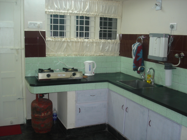 kitchen facility at nathans holiday home fort cochin home stay